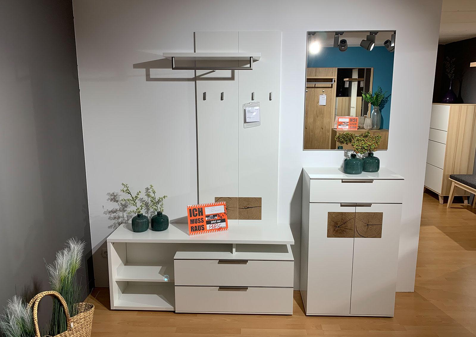 Garderobe: Mod Carrara